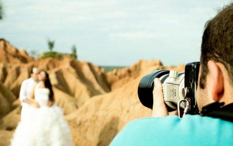 wedding photographer taking prenup photos